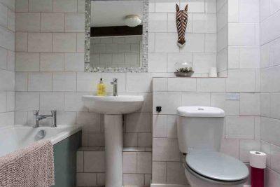 Mardon's modern upstairs bathroom